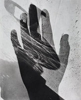 65d844185e68acf35403e4dc65db81f1--surrealist-photographers-hand-shadows